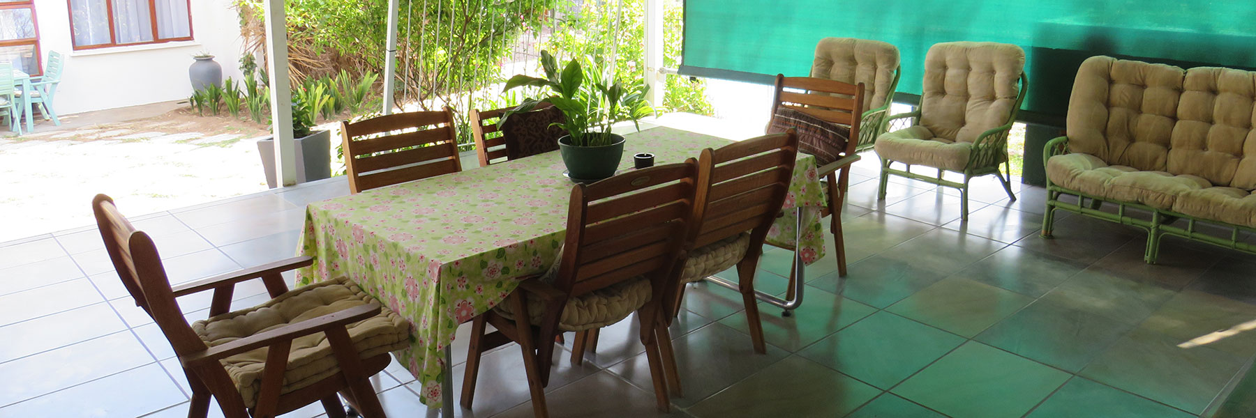 Covered verandah with 6-seater table